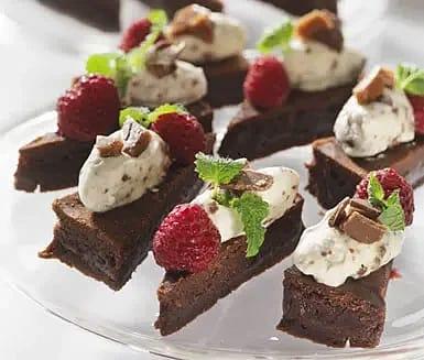 Chokladkaka med daimgrädde