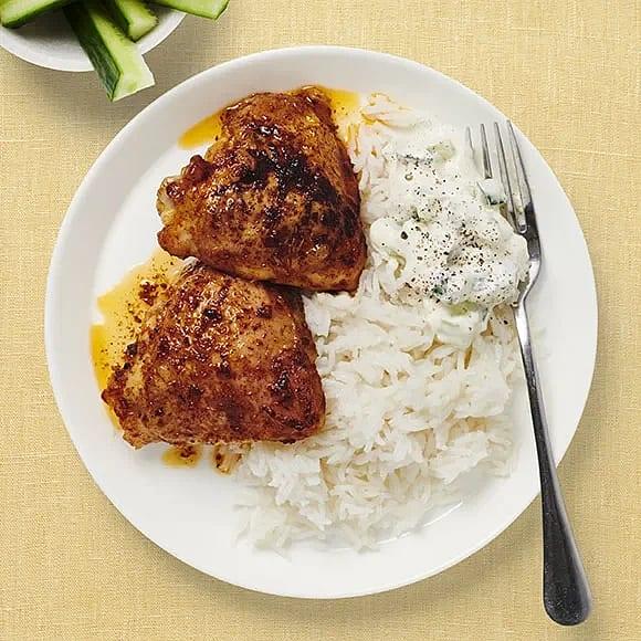 Ugnsstekta kycklinglår och gurkyoghurt