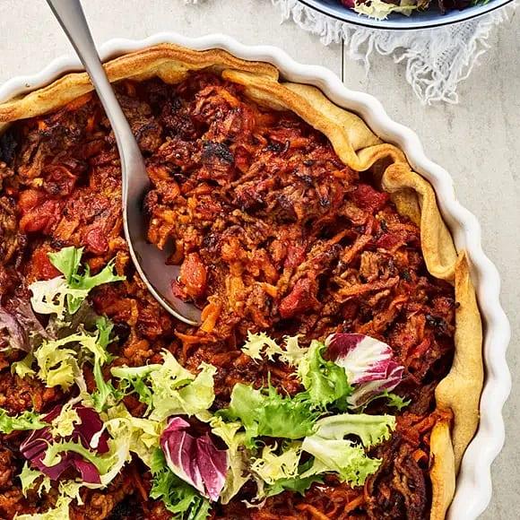 Kryddig köttfärspaj med sallad