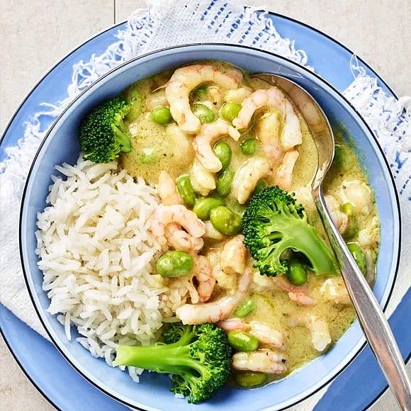 Räkor i grön curry med bönor och broccoli
