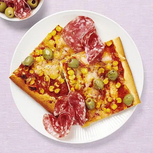 Pizza med oliver och majs