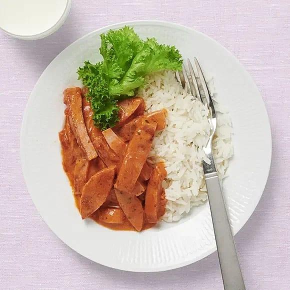 Korvstroganoff med sallad och ris