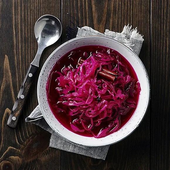 Picklad rödkål och rödlök med kanel och nejlika