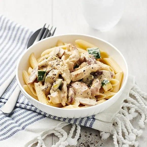 Gräddig kalkongryta med pasta