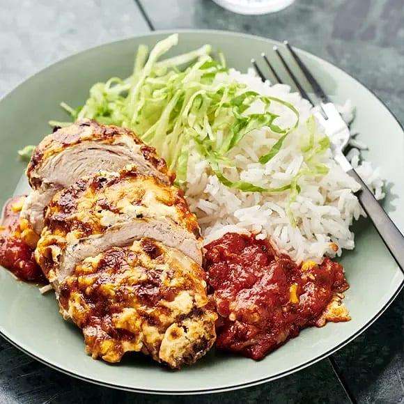 Färskostgratinerad kycklingfilé med tomat och majs
