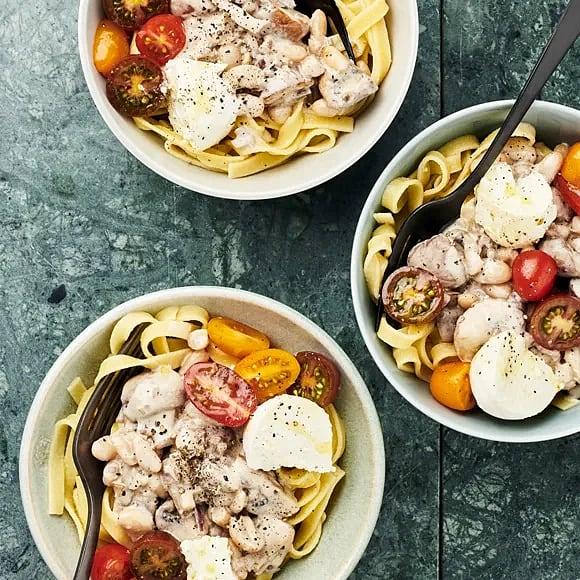 Svamppasta med mozzarella och tomat