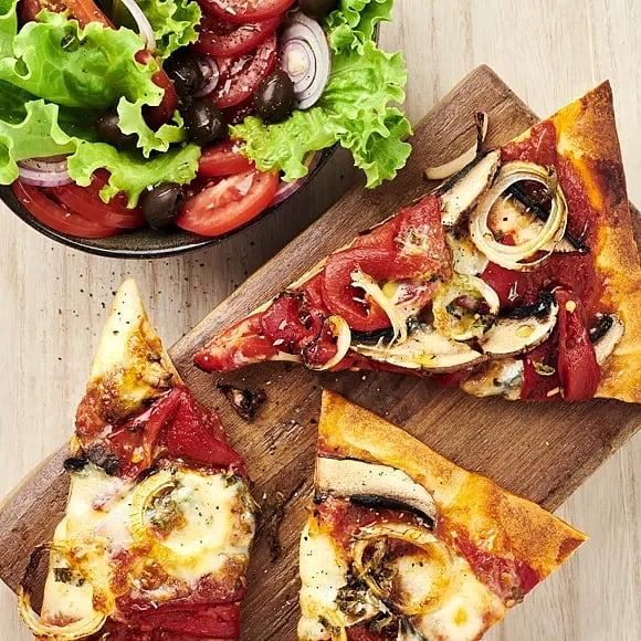 Portabellopizza med mozzarella och salvia