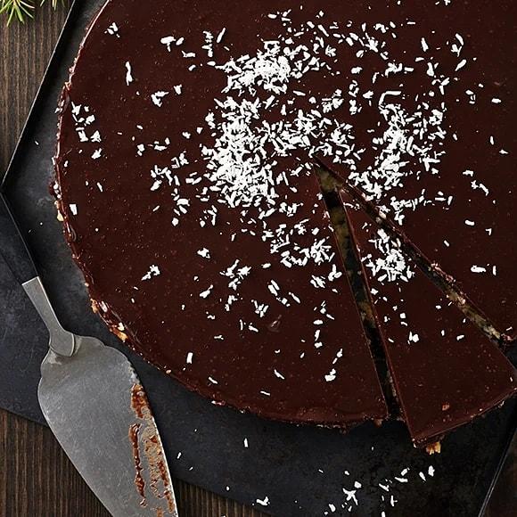 Nöt- och chokladtårta med tranbär