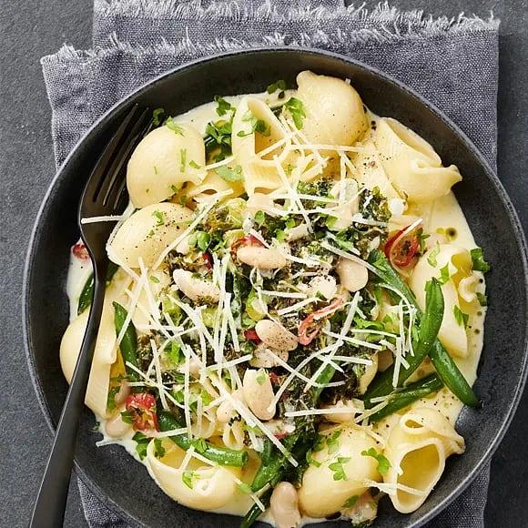 Krämig pasta med pecorino och grönkål