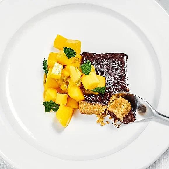 Chokladterrin med mango och passionsfrukt