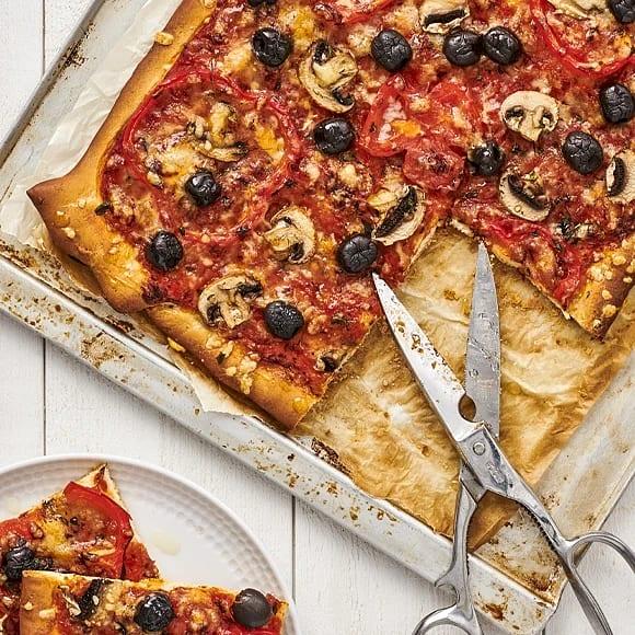 Pizza margherita med champinjoner