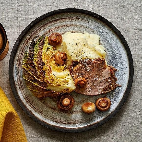 Fläskkarré med champinjoner, savoykål och potatismos