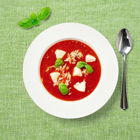 Tomatsoppa med risoni och mozzarella