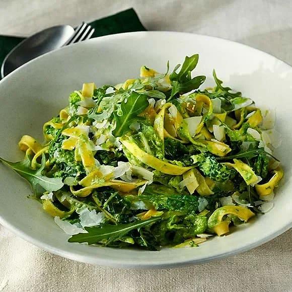 Pasta med savoykål och gröna ärter