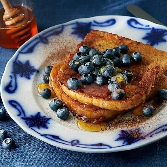 Fattiga riddare med blåbär och honung