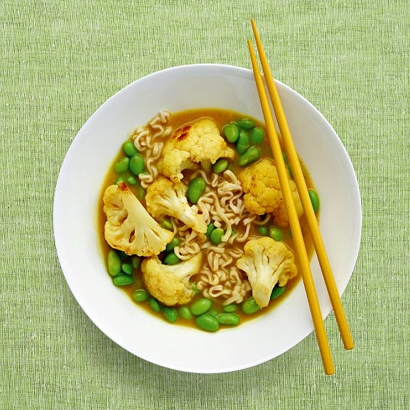 Vegocurry med sojabönor och nudlar