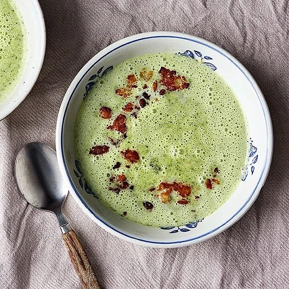 Broccolisoppa med kokosmjölk och krispig halloumi