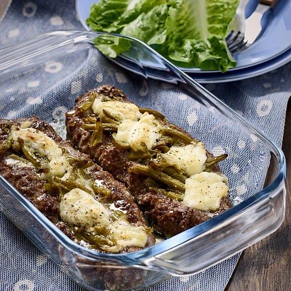 Mozzarellafylld köttfärslimpa med bönor och mos