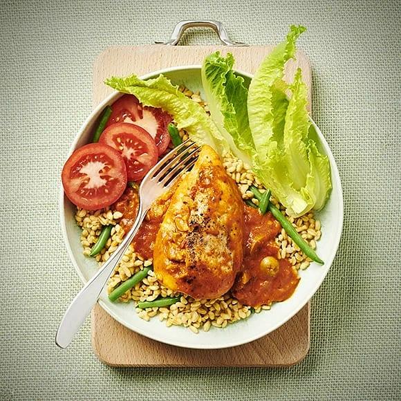 Oliv- och oreganofylld kyckling med tomatsås