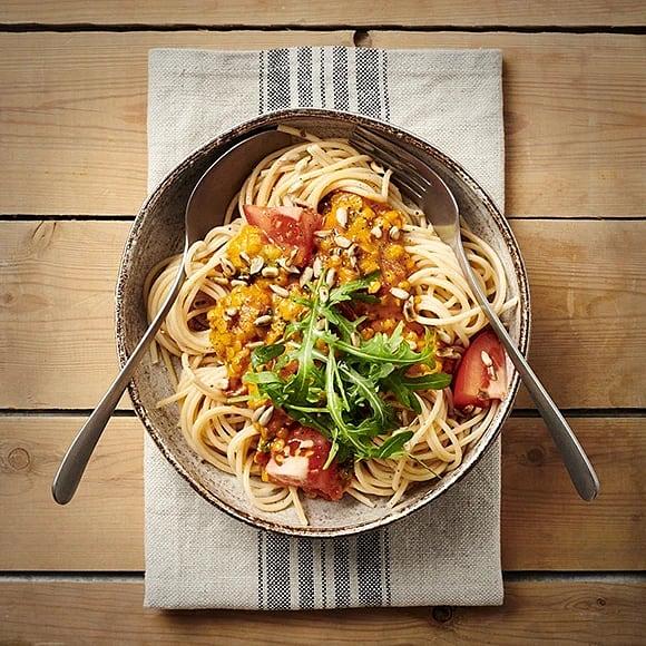 Pasta med basilika- och tomatsås