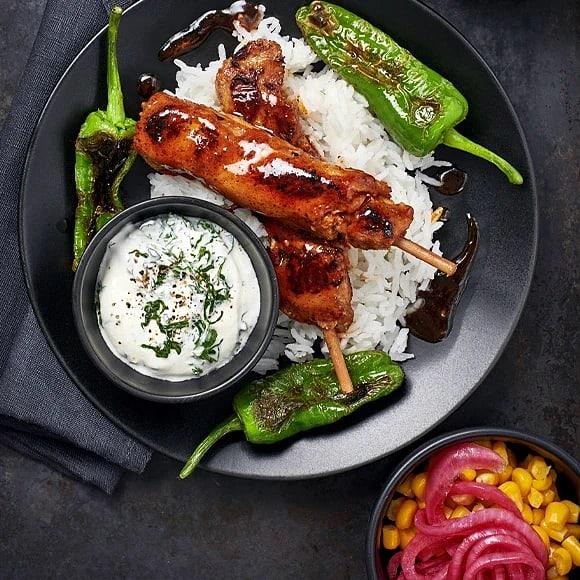 Kycklingspett med majs och picklad lök