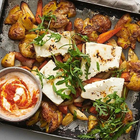 Krossrostad potatis med fetaost och paprikakräm