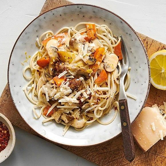 Krämig pasta med svamp och grönsaker