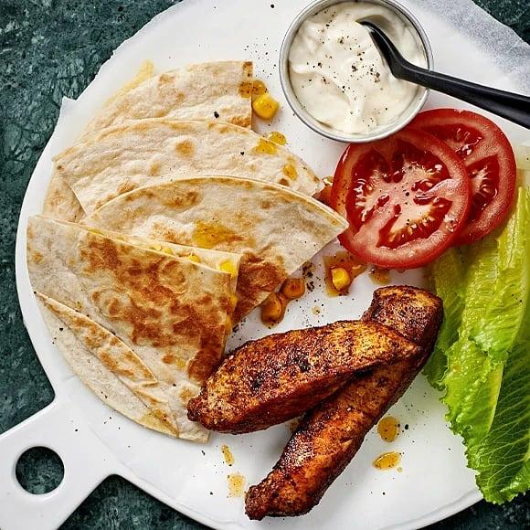 Kryddig majskyckling med quesadillas