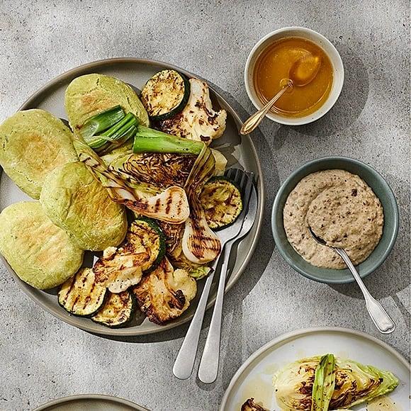 Hummus på gråärter med pitabröd och grillade grönsaker
