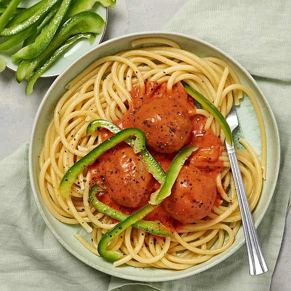 Frikadeller i tomatsås med bucatini