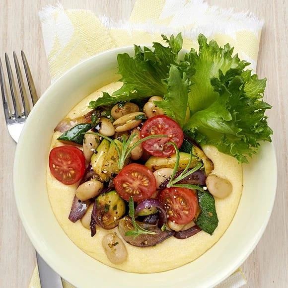 Krämig polenta med rosmarinrostade grönsaker