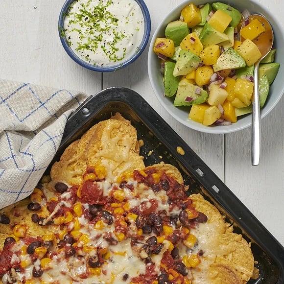 Gratinerade nachos med mango- och avokadosalsa