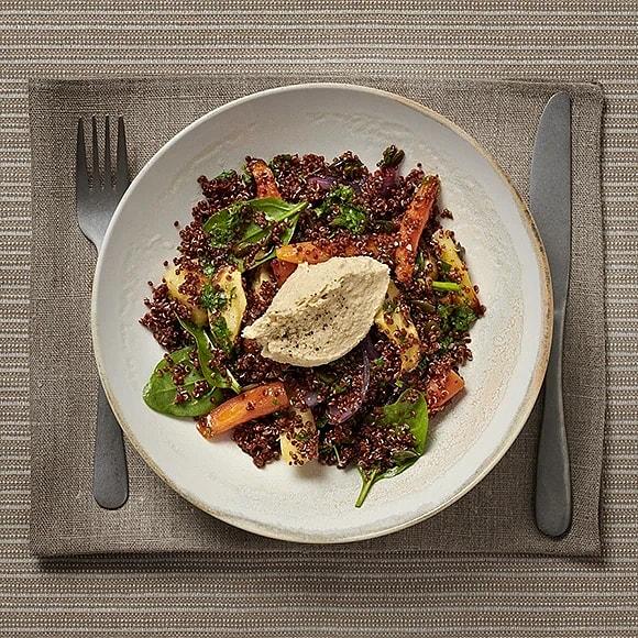 Quinoa med rostade rotfrukter och hummus