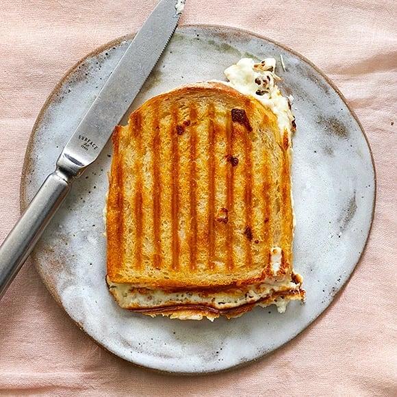 Toast med kronärtskocka och fetaost
