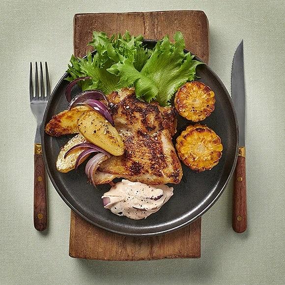 Kycklingsteak med rostad majs och potatis