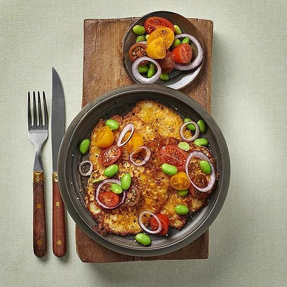 Majsplättar med tomatsallad