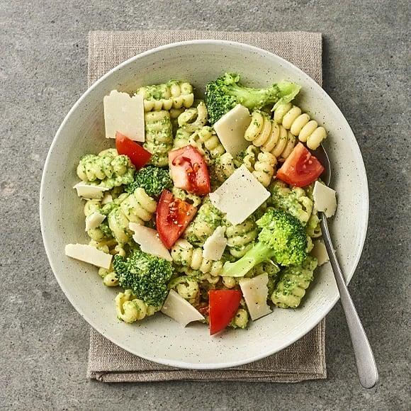 Pasta med spenatpesto och broccoli