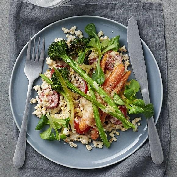 Ostgratinerad broccoloco med krämig grynsallad