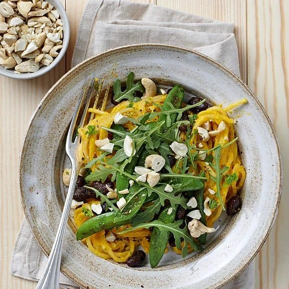 Pasta med morötter och currystekta bönor