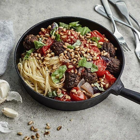 Vegobullar med linguinipasta och tomatsås