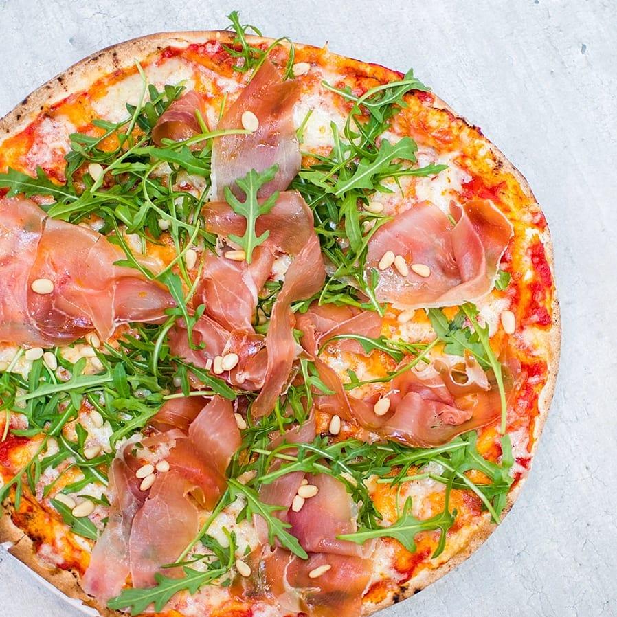 Libapizza med parmaskinka och ruccola