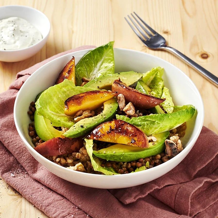 Nektarinsallad med matvete och ädelostdressing