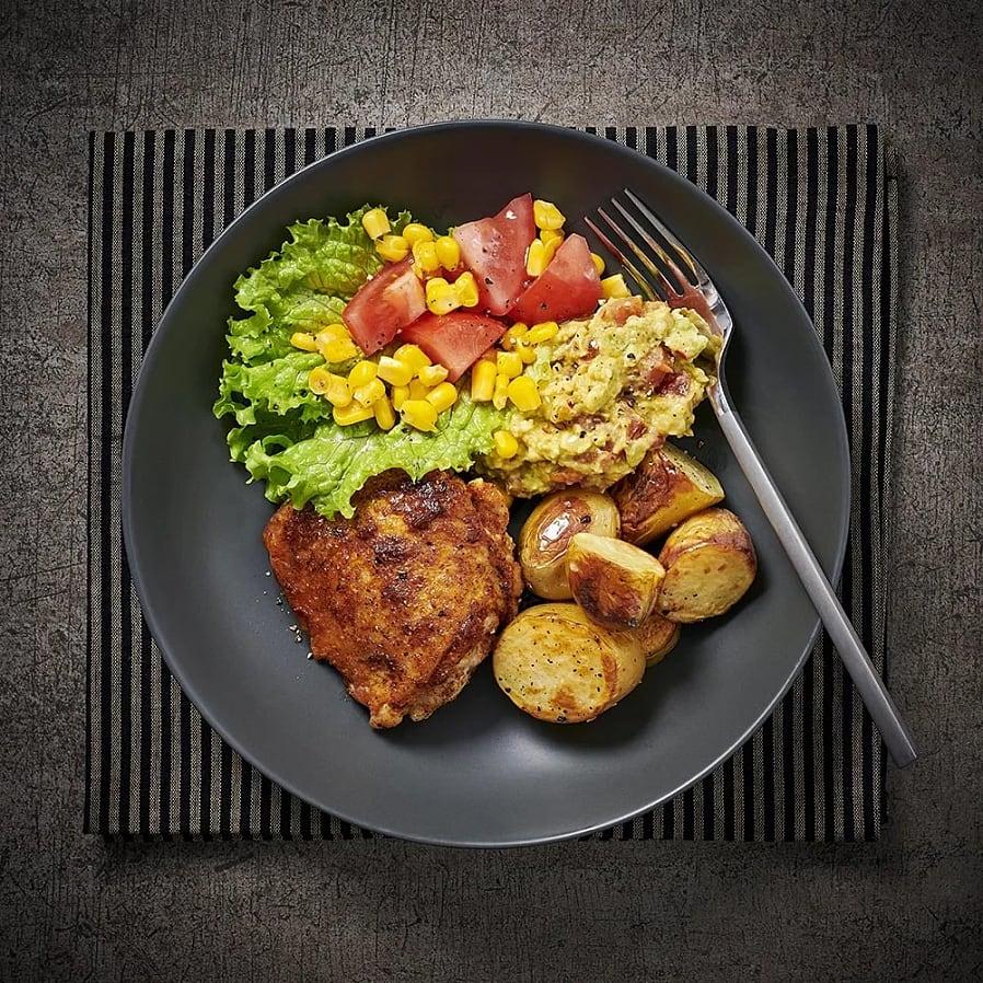 Kryddiga kycklinglår med avokadoröra