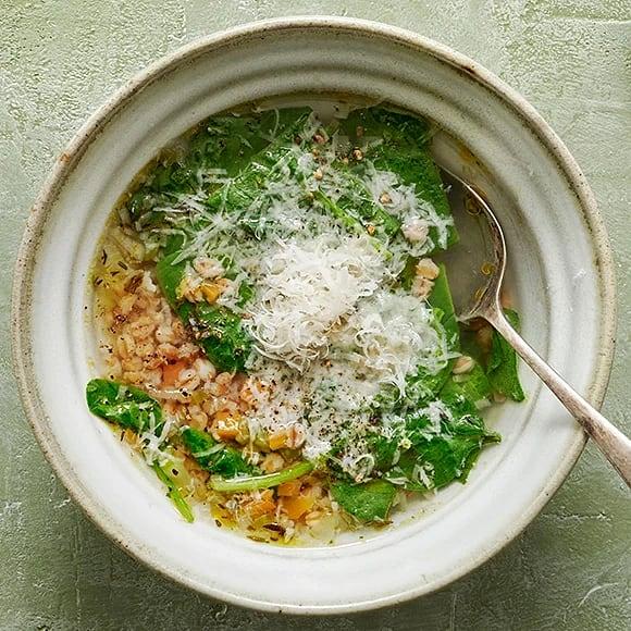 Soppa med spenat, matvete och citron