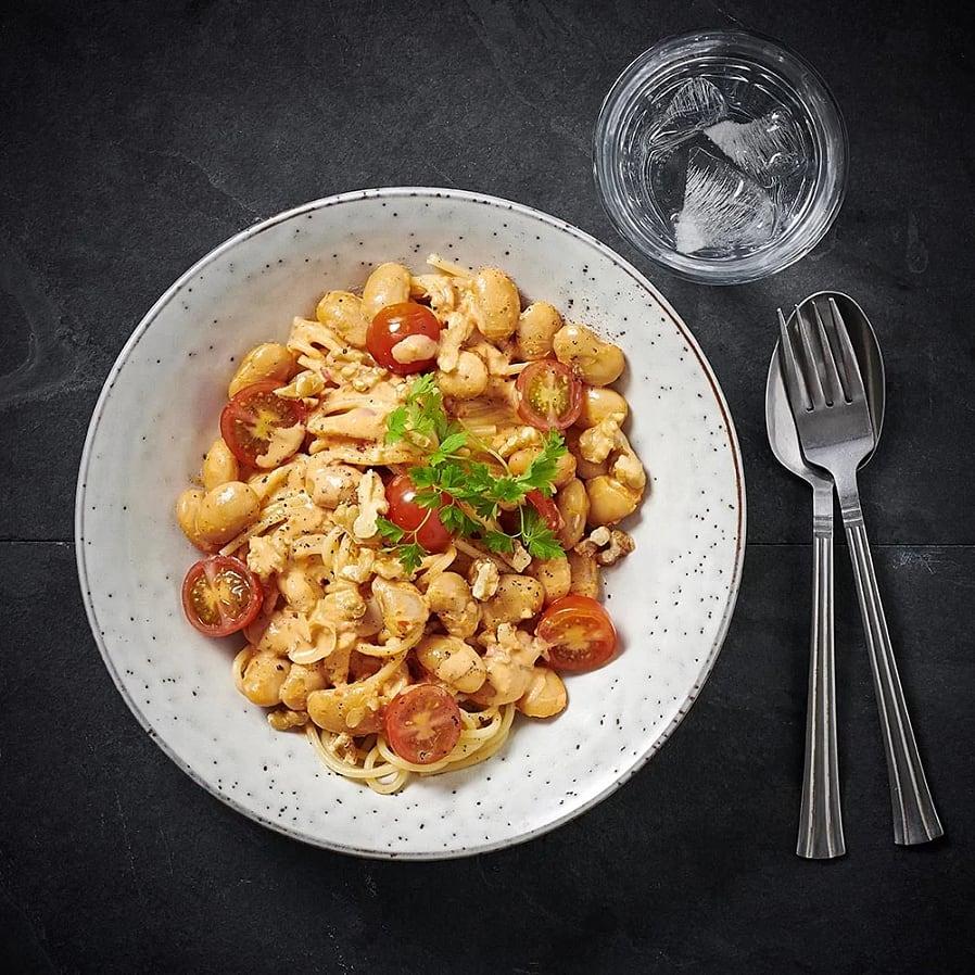 Pasta med paprikasås och valnötter