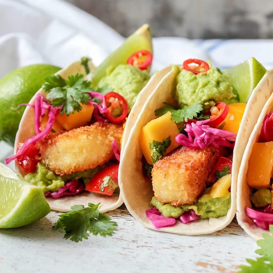 Tacos med Halloumi Fries, guacamole och mangosalsa