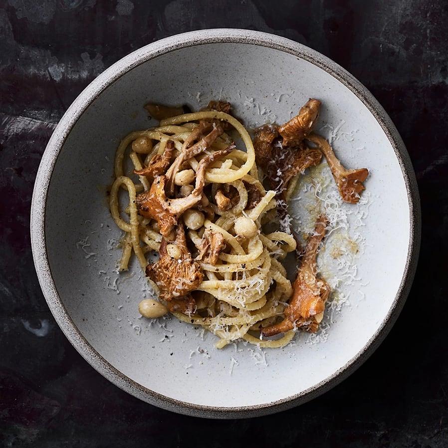 Kantarellpasta med hasselnötter och parmesan