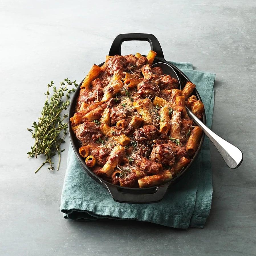Pasta rigatoni al forno med tomatsås och frikadeller