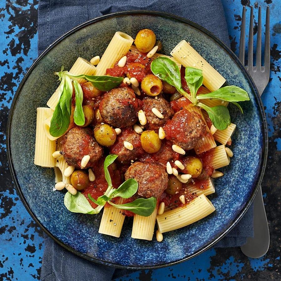 Köttbullar i tomatsås med oliver och kapris