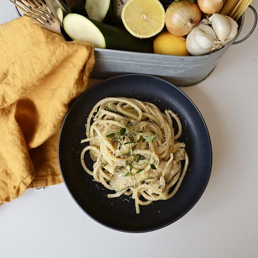 Pasta med zucchini, timjan och citron